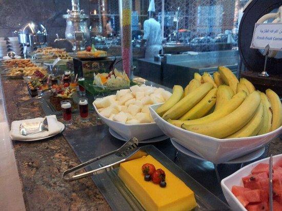 Makkah Clock Royal Tower, A Fairmont Hotel: Lunch buffet3