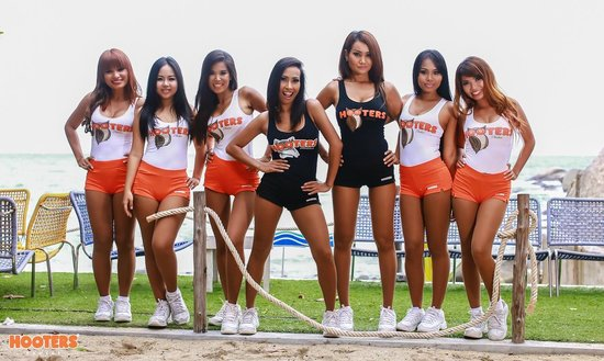 OUR HOOTERS GIRLS - Bild von Hooters Phuket, Patong ...