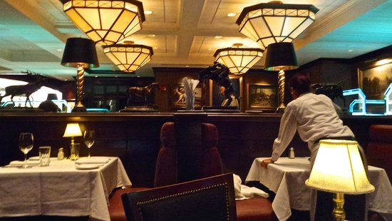 The Capital Grille: Capital Grille-Interior design