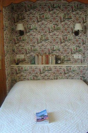 Hotel Cigaloun-Orange: комната в отеле