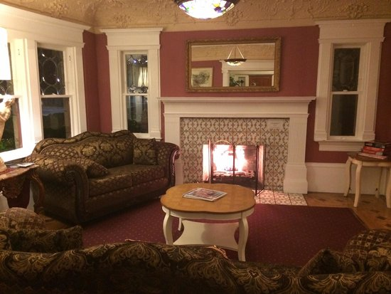 Rose Garden Inn : The lobby.