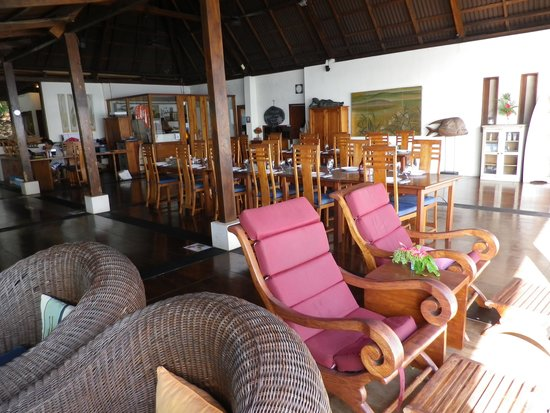 Bunaken Cha Cha Nature Resort : Main dining/sitting area