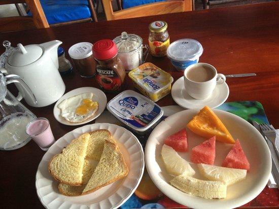 Hostal La Jungla: fresh local fruits for breakfast