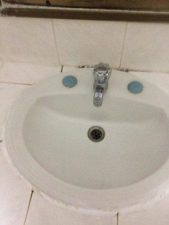 Lopburi Inn Hotel: Waschbecken