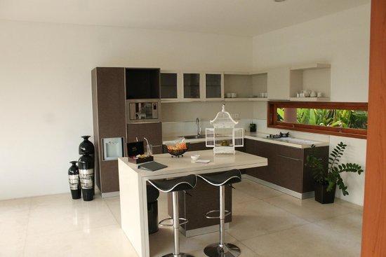 Papillon Garden Villas by Premier Hospitality Asia: kitchen