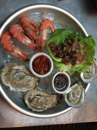 Le Central : Plateau Grande-wild shrimp, local oysters, local tuna ceviche