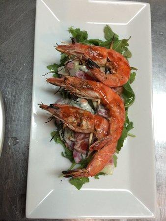 Le Central : Sriracha grilled wild shrimp & minted yogurt salad