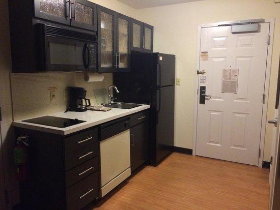Candlewood Suites   Boston Braintree: Kitchen
