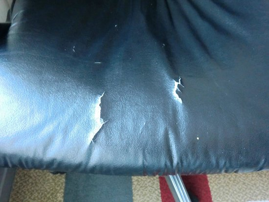 Protea Hotel Cape Town Victoria Junction : Chair cracked and worn