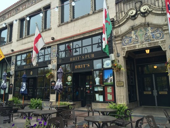 Brit's Pub & Eating Establishment: front door