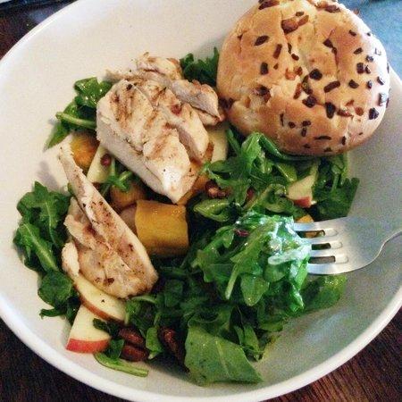 Brit's Pub & Eating Establishment: Today's Salad