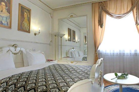 Queen 39 s astoria design hotel belgrade s rbistan otel for Design hotel queen astoria belgrade