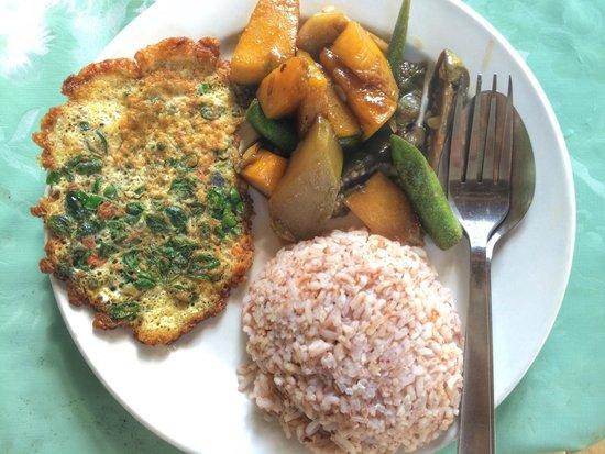 Bohol Coco Farm: Free breakfast from 8am-9am.