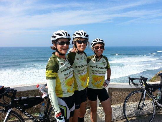 Portugal Bike: Girlfriends hanging on the Atlantic