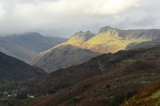 Loughrigg Fell: across to The Langdales