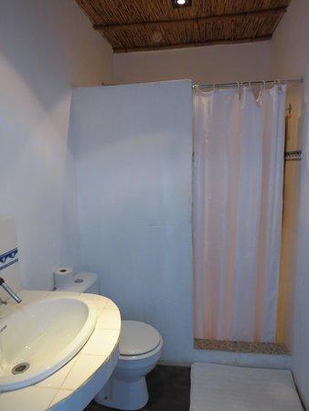 Varanda: bathroom