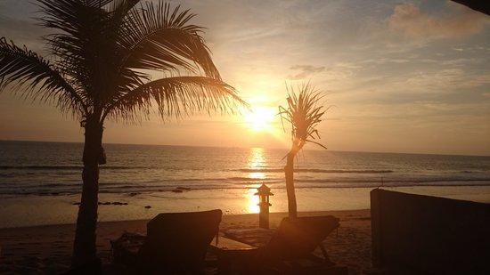 Peace Paradise Beach: zonsondergang vanaf de kamer