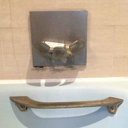 Unic Hotel: moisissures de la salle de bain