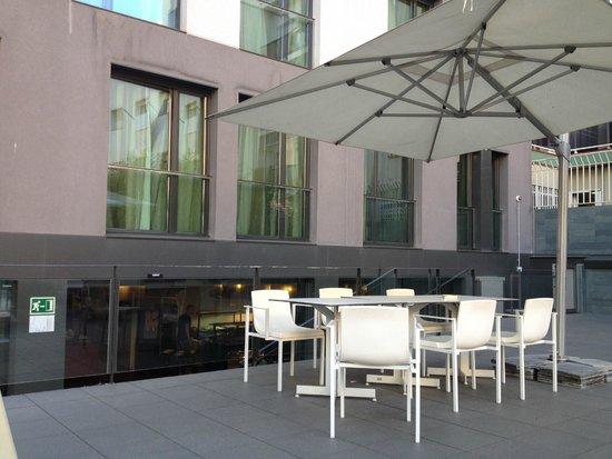 Hotel Grums Barcelona: Terrasse (juste à côté de la salle à manger)