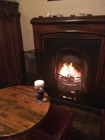The Brian Boru : Beer and fireplace