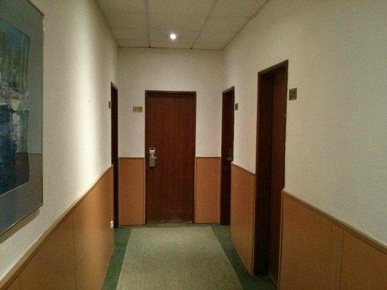 Hotel Duas Nacoes: Old hallway
