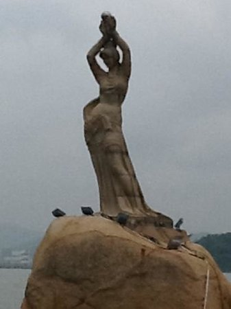 Mt. Shijing Park: zhuhai fisher girl-1