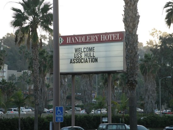 Handlery Hotel San Diego: The Reunion Welcome Sigh - A Great Sign to View