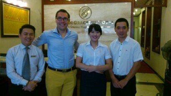 Hanoi Graceful Hotel: Mr. Lee, me/Paul, Mrs. Ngan and the hotel manager