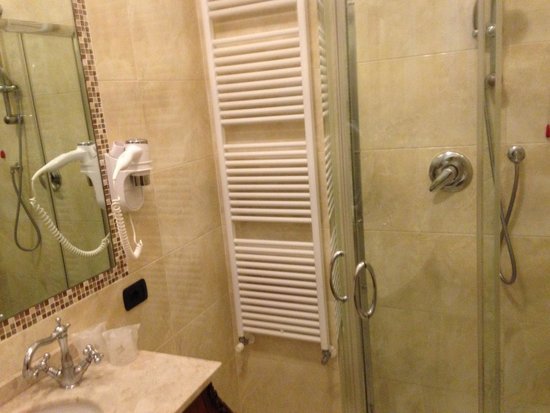Hotel Pesaro Palace: bathroom1
