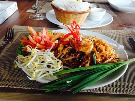 Pan Bistro: Pad thai with prawns