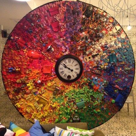 Yim Huai Khwang: Amazing scultpural clock in the foyer