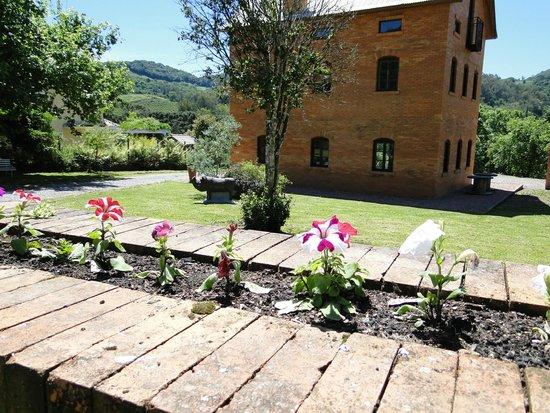 Casa em estilo italiano picture of salumeria caminhos de - Casas de estilo italiano ...