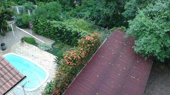 Hotel Blumenhof: Vista do quarto para área da piscina