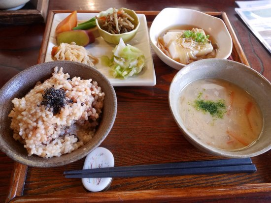 Aisunao : 地元の野菜を使った定食