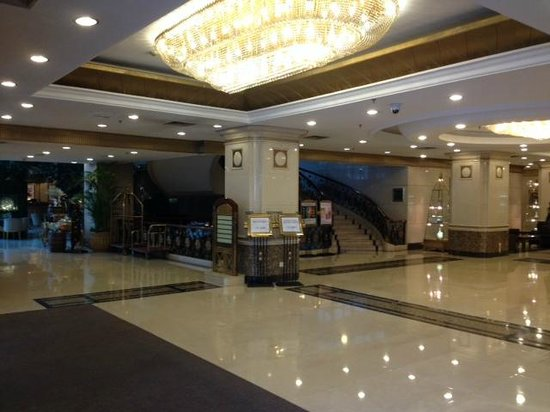Fujian Hotel: Lobby. Room view is similar to the picture uploaded by the hotel.