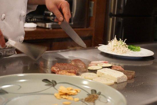 Kobe Beef Steak Aburiniku Kobo Wakkoqu Kitanozaka Main Store: Beef and vegetables