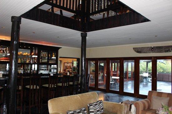 Kichaka Luxury Game Lodge: Main lodge bar