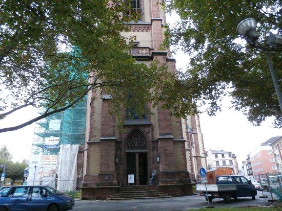 Dreikonigskirche: Exterior and entrance