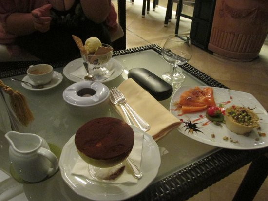 Hotel Victoria : Dessert served at the roof top bar