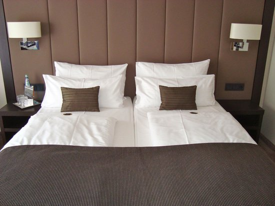Hotel Favor: Our comfy, cozy bed