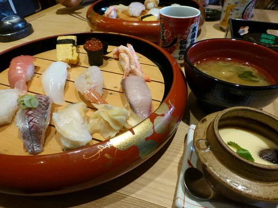 Mori Mori Sushi Kanazawa Ekimae: お味噌汁と 茶碗蒸しをつけて