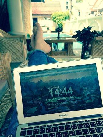 Royal Prince Residence: Using the wifi