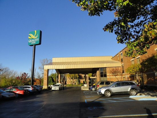 Quality Inn Auburn Hills: the entrance of Quality Inn