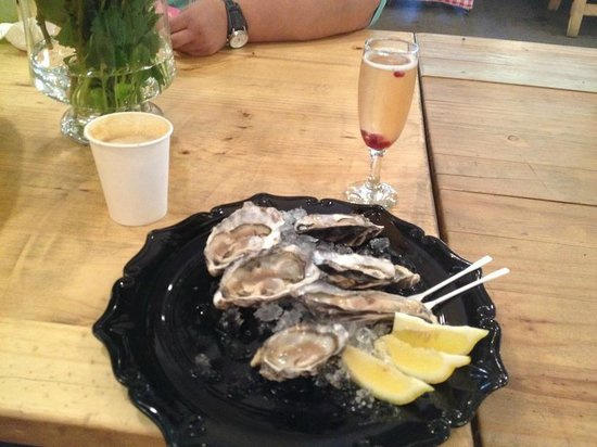 Neighbourgoods Market: Oysters and bubbly