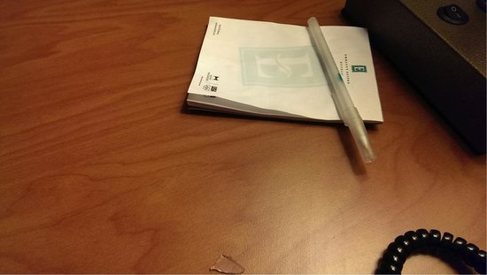 Embassy Suites by Hilton East Peoria - Hotel & RiverFront Conf Center: Desk Note pad