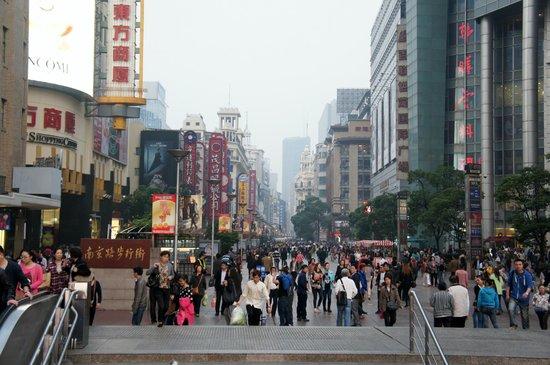 Mingde Grand Hotel Shanghai: Пешеходная улица Нанкинлу, Шанхай