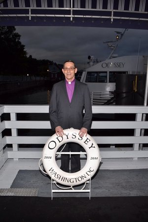 Odyssey Cruises : Boarding for Dinner