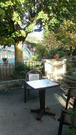 Le Mont Barral: La terrasse de la chambre coquelicot