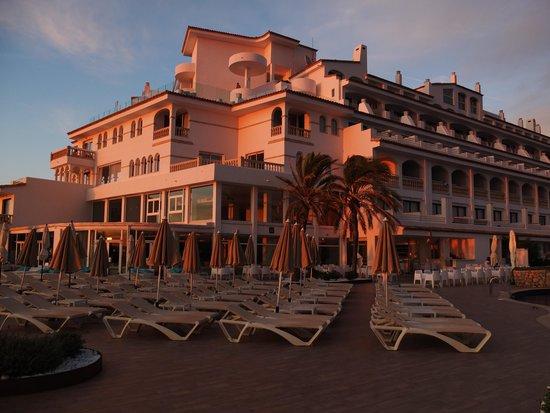 SENTIDO Punta del Mar : Setting sun on the hotel