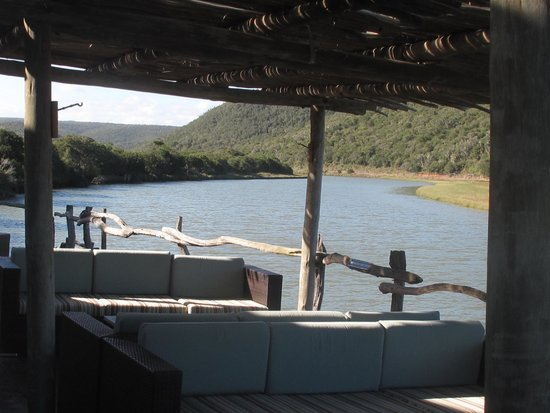 Kariega Game Reserve - River Lodge: Deck looking over the river